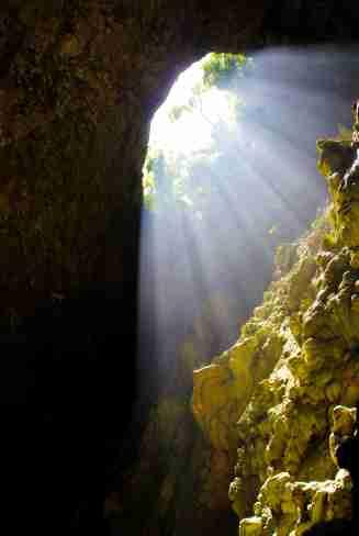 Einstieg zur Höhle