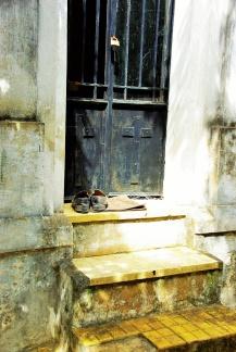 Auch der Tod zieht vor dem Besuch die Schuhe aus