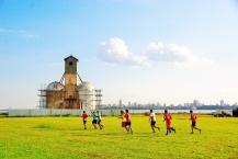 Auf den Wiesen trainieren die Sportmannschaften