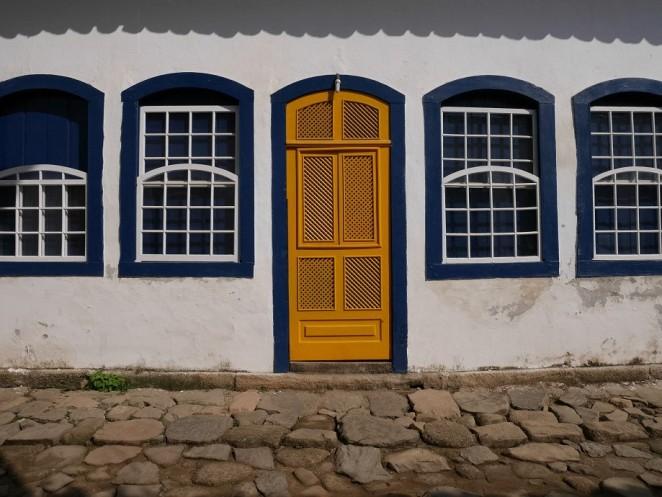 Bunte Fenster und Türen gehören zum guten Ton.