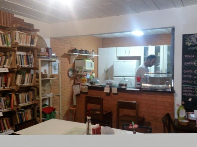 """Das """"Semear"""" mit Café und Bazar. Da sitzt man am Tisch und ratscht."""
