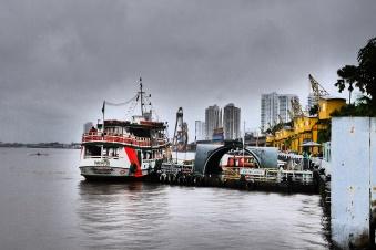 vom Hafen Blick auf die Skyline
