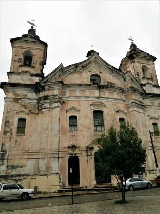 Einer der ältesten Kirchen, 350 Jahre oder so, man sieht ihr das auch an